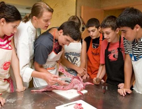 Tallers de cuina per adolescents un divendres al mes